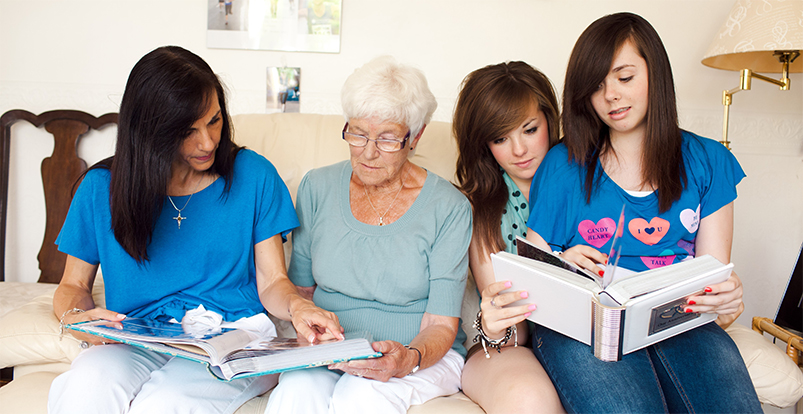 kids-family-with-grandma-reading