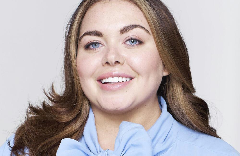 Scarlett Moffatt Portrait Cropped 1000x650