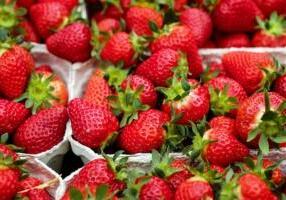 strawberries-1396330_1920